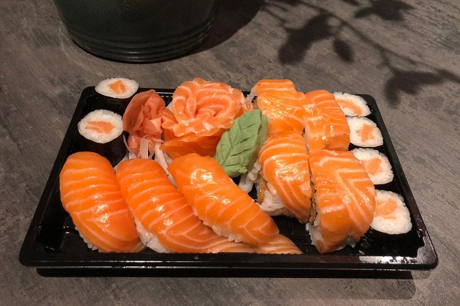 Sushi box zalm € 10,90